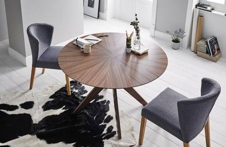 Wysokiej jakości stylowe krzesła, stoły i pufy sømcasa