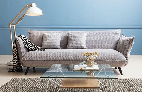 Elegancja, wykwitne materiały i delikatne barwy
