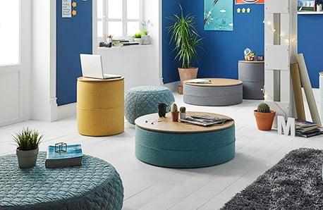 Funkcjonalne krzesła i pufy w pięknych barwach
