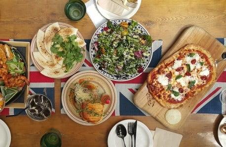 Meble i akcesoria do wspólnych posiłków