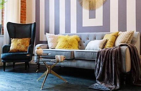 Błękit i metaliczne refleksy w stylu glamour