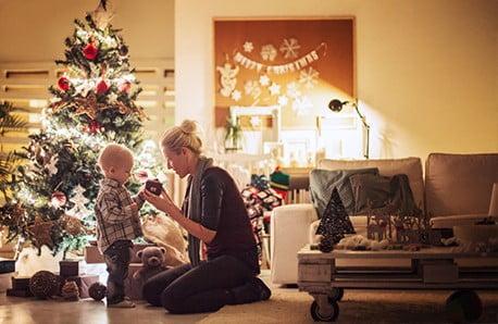 Meble, dodatki i dekoracje w świątecznych kolorach