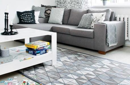 Doskonale do siebie dopasowane stylowe meble oraz dywany dwustronne