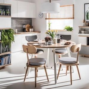 Krzesła, stoły, lampy w jadalni