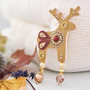 Biżuteria, czyli naszyjniki, bransoletki, kolczyki, lustra, szkatułki izegarki nie tylko dla pań