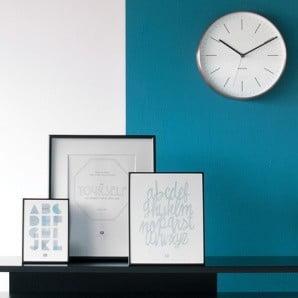 Czarujący minimalizm kolorowych dekoracji i dodatków