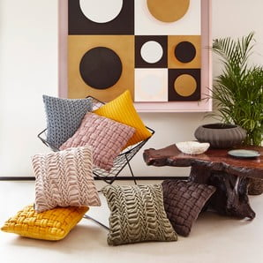 Osobliwe poduszki, pufy i koce
