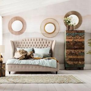 Łóżka, dywany, materace, lampy i pościel