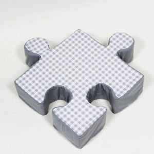 Šedý polštářek Puzzle Grid