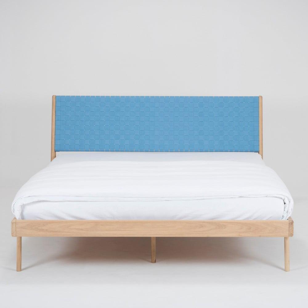Łóżko z litego drewna dębowego z niebieskim zagłówkiem Gazzda Fawn, 180x200cm