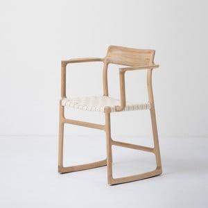 Krzesło z litego drewna dębowego z podłokietnikami i białym siedziskiem Gazzda Fawn