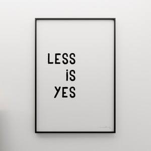 Plakat Less is yes, 100x70 cm