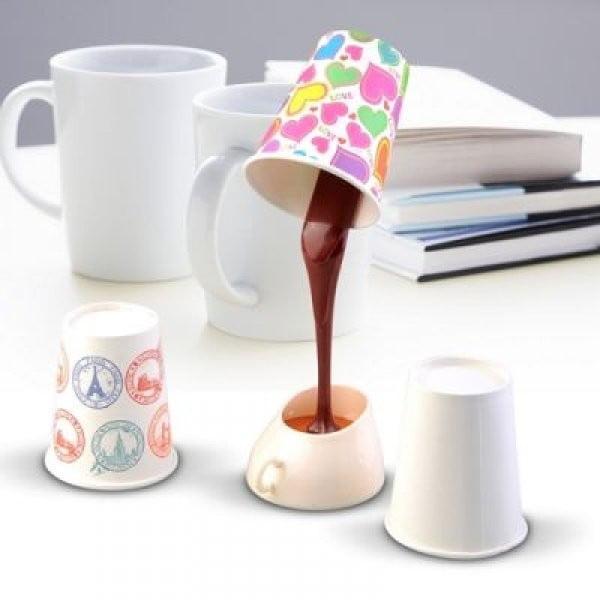 Lampa w kształcie nalewanej kawy Gift Republic