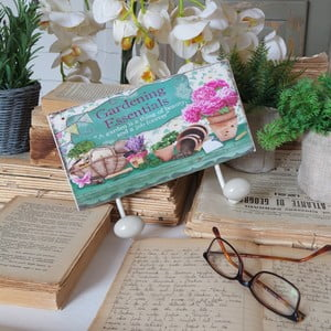 Wieszak Antique Gardening Essentials