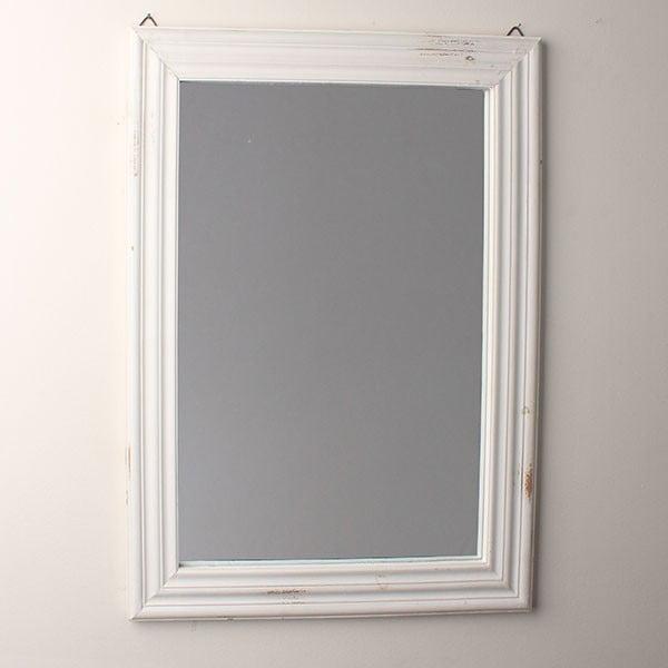 Lustro w białej ramie z drewna, 56 x 76 cm