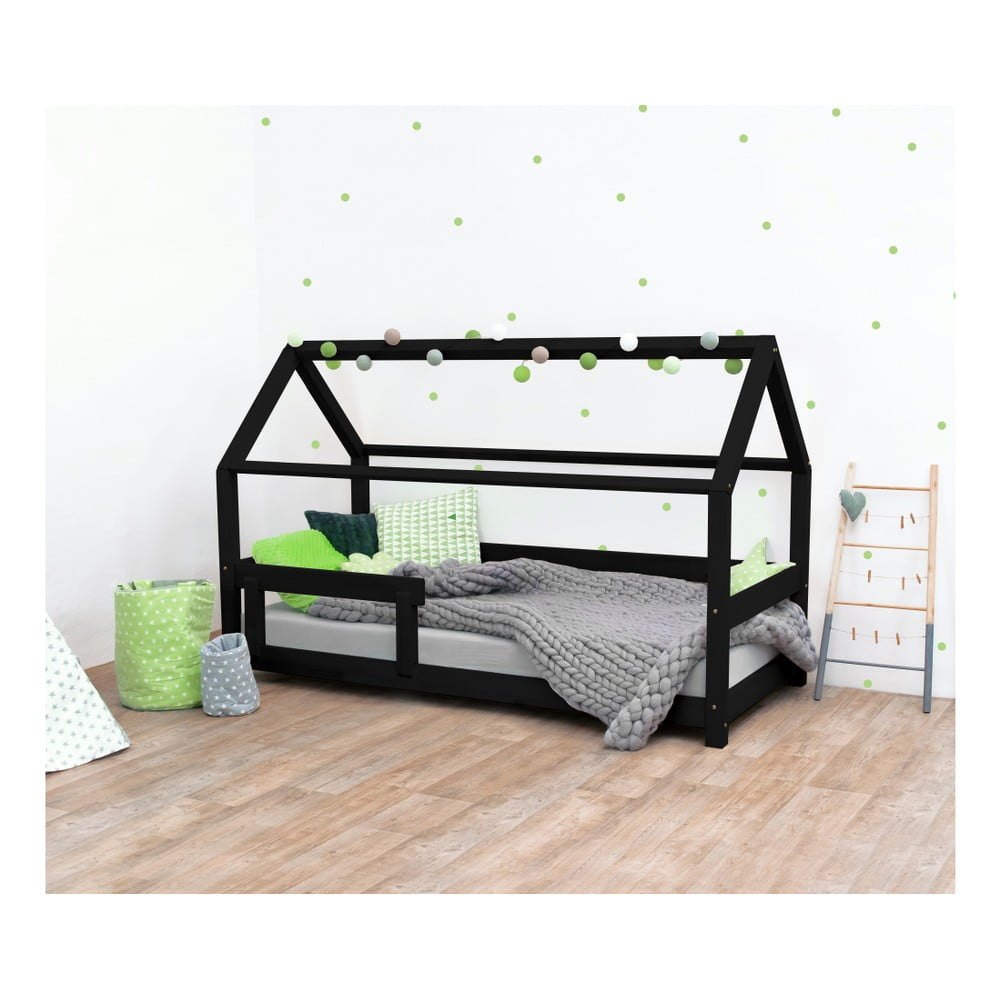 Czarne łóżko dziecięce z bokami z naturalnego drewna świerkowego Benlemi Tery, 90x160 cm