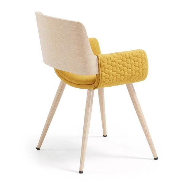 Musztardowe krzesło z drewnianymi nogami i podłokietnikami La Forma Andre