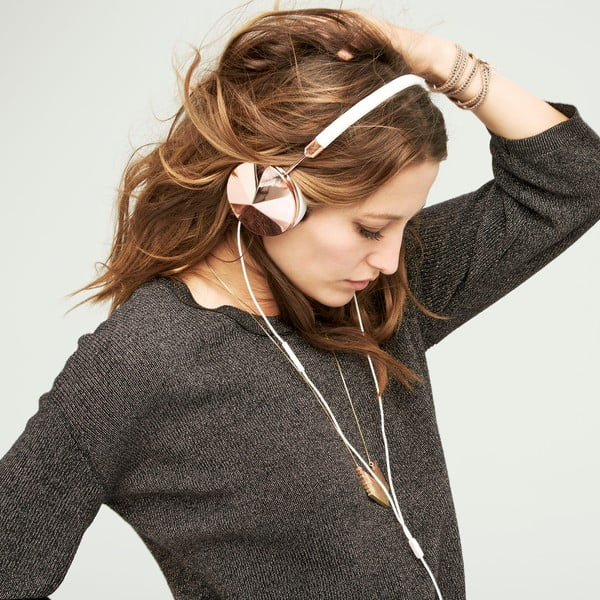 Białe słuchawki z detalami w barwie różowego złota Frends Taylor