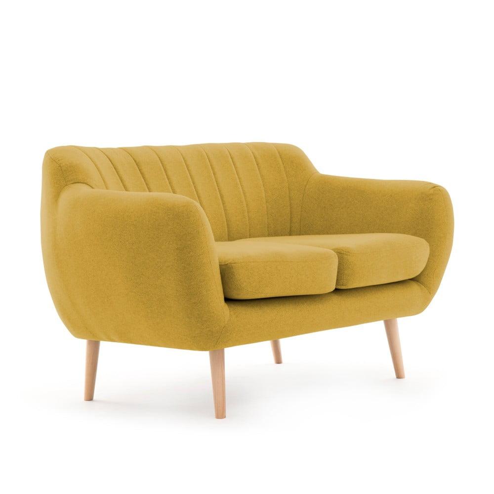 Żółta sofa 2-osobowa z nogami w kolorze drewna Vivonita Kennet