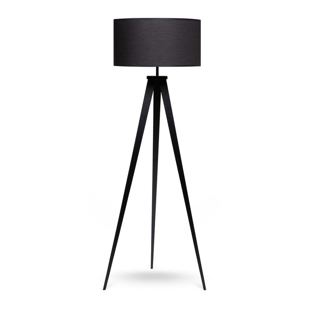 Lampa stojąca z metalowymi nogami i czarnym kloszem loomi.design Kiki