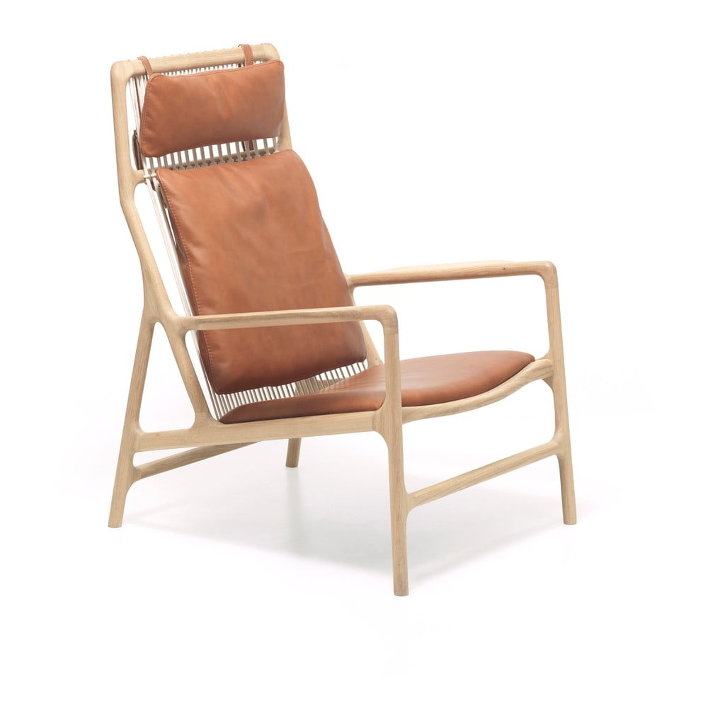 Fotel z konstrukcją z litego drewna dębowego i karmelowym siedziskiem z bawolej skóry Gazzda Dedo