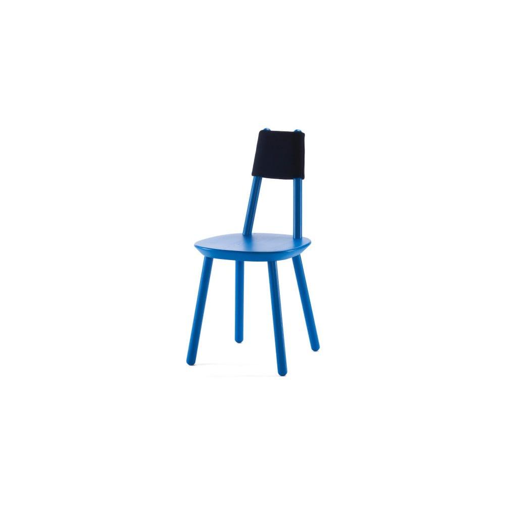 Niebieskie krzesło z litego drewna EMKO Naïve