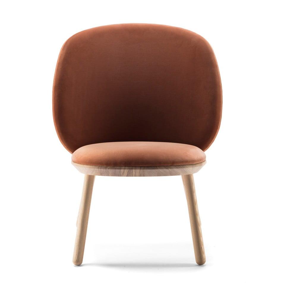 Pomarańczowy aksamitny fotel z jesionową konstrukcją z elementami skórzanymi EMKO Naïve