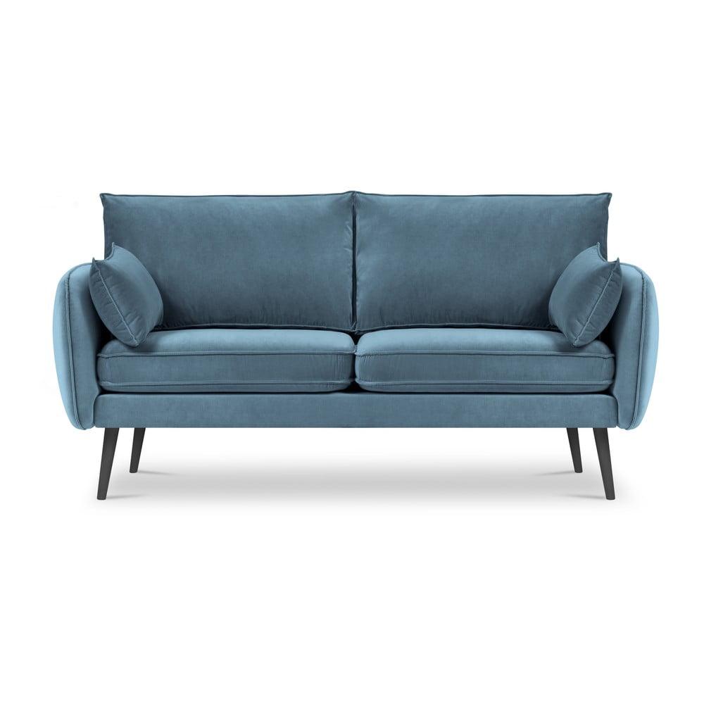 Jasnoniebieska aksamitna sofa z czarnymi nogami Kooko Home Lento, 158 cm