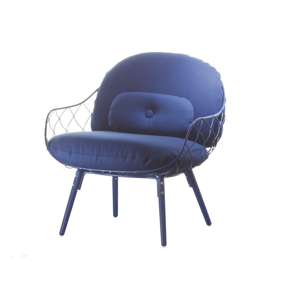 Niebieski fotel Magis Piña