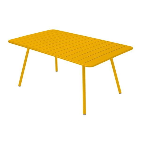 Żółty stół metalowy Fermob Luxembourg