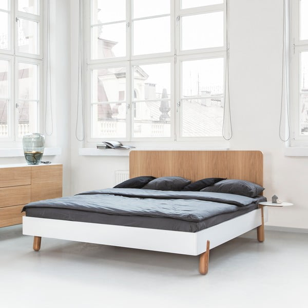 Łóżko Mamma z drewnianym zagłówkiem, 180x200 cm