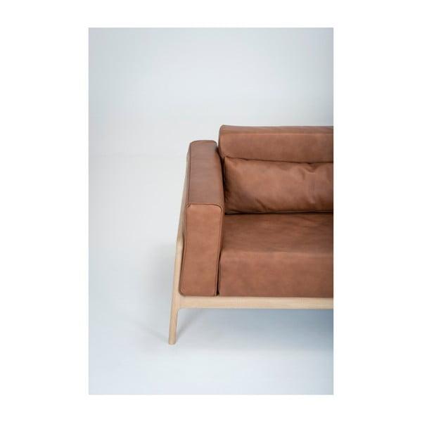 Karmelowa sofa 4-osobowa z konstrukcją z litego drewna dębowego Gazzda Fawn