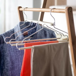 Dzielony wieszak na odzież Compactor