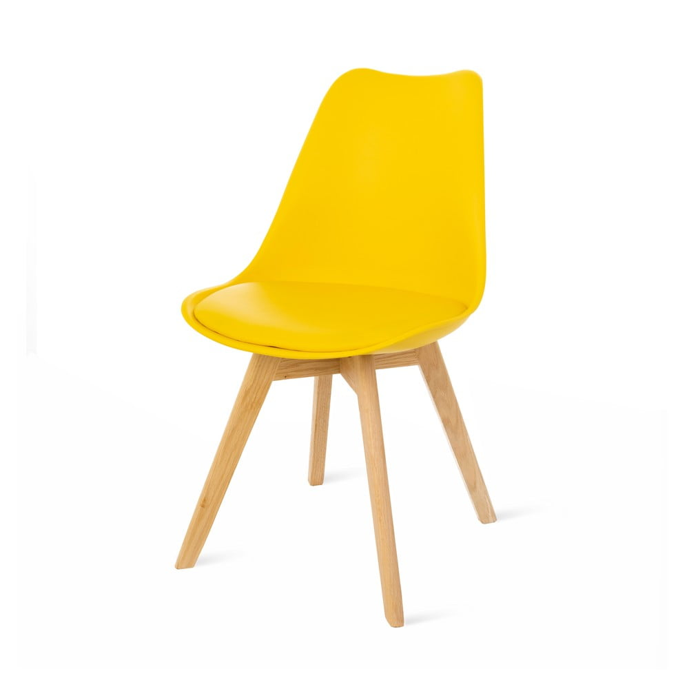 Żółte krzesło z bukowymi nogami loomi.design Retro