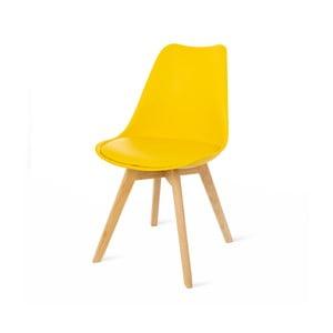 Žlutá židle s bukovými nohami loomi.design Retro
